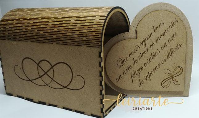 """Caixa """"coração"""" para memórias"""