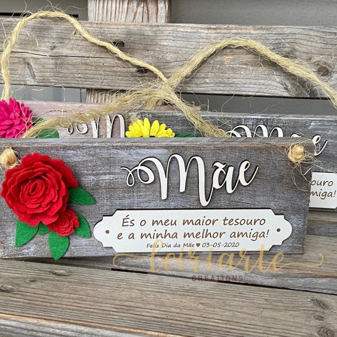 Placa rústica personalizada com flores